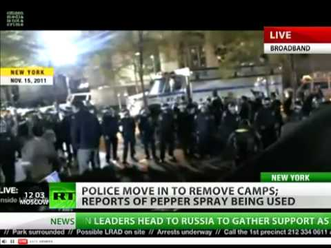 Occupy Wall Street: NYPD raid on camp in Zuccotti park -6pSj8zrmi4s