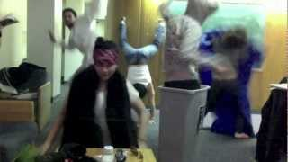 Video Cinta Laura Joget Harlem Shake... Ngakak,,,