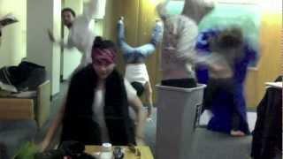 Video Cinta Laura Joget Harlem Shake... Ngakak,,,