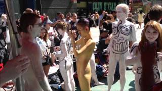 """getlinkyoutube.com-EXCLUSIVE """"ONLY IN NEW YORK"""" - NAKED PEOPLE IN TIMES SQUARE DURING OUTDOOR HUMAN ART EXHIBIT IN NYC."""