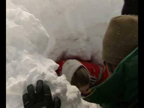 Rescate con perros victimas de avalanchas