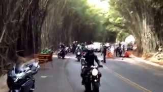 getlinkyoutube.com-Cavalo assustado causa acidente com hornet preta no bambuzal em Morungaba 28/09 parte II
