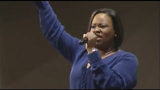 "getlinkyoutube.com-""Break Every Chain"" Tasha Cobbs, First Baptist Church of Glenarden"
