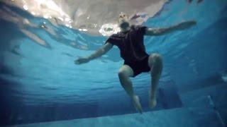 كيف تقف في الماء بشكل عمودي؟ | تقنيات السباحة