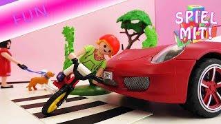 getlinkyoutube.com-Playmobil Auto Unfall - Porsche rammt Kind auf Zebrastreifen - Playmobil Film Story