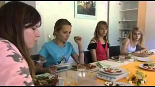 getlinkyoutube.com-Freiwillig in den Hungertod Magersucht und ihre Folgen Doku über Magersucht Teil 2