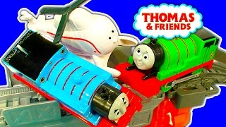 getlinkyoutube.com-Harold's High-Flying Rescue Trackmaster Percy Vs Thomas Accidents Crashes Toy Fun
