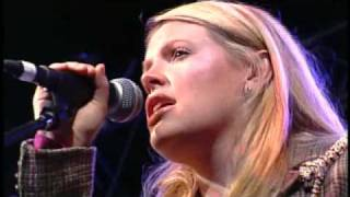 Natalie Maines ft. Bruce Robison & Kelly Willis - Travelin' Soldier
