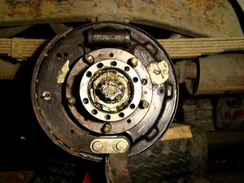 Где в УАЗ 3151 находятся колодки ручника