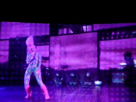 Nicki Minaj - Fly @ I Am Still Music Tour