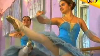 getlinkyoutube.com-Naked and Funny. The newcomer in a ballet class