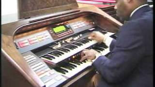 getlinkyoutube.com-Aaron Thomas on the Hammond XH-273 Elegante Organ