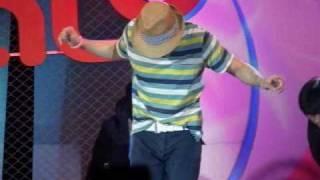 getlinkyoutube.com-100406 Nichkhun dances 2PM Medley