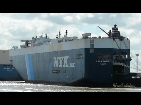 Click to view video car carrier LEO LEADER 3FQK9 IMO 9181558 embarking brandnew export cars in Emden