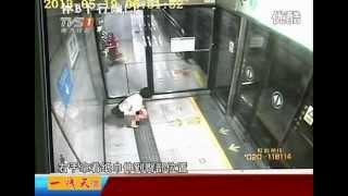 getlinkyoutube.com-Chinese woman poops in subway station [news]