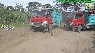 getlinkyoutube.com-2 Dump Trucks Hino Dutro Stuck