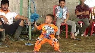 getlinkyoutube.com-Aksi Anak Umur 3 Tahun Mabuk kuda kepang