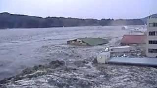 getlinkyoutube.com-цунами и бешеное нло на 1мин 25сек