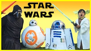 getlinkyoutube.com-DISNEY STAR WARS THE FORCE AWAKENS Giant Egg Surprise Toys Opening Kylo Ren BB-8 R2D2 Kids Video