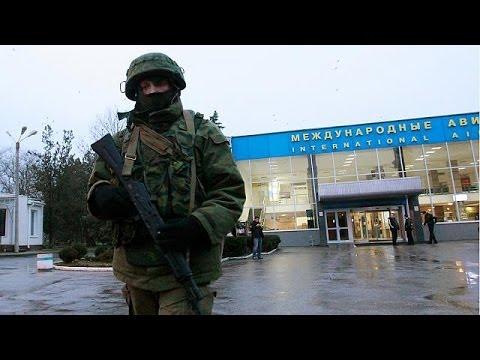 Ουκρανία: Ένοπλη εισβολή Ρώσων σε αεροδρόμια της Κριμαίας