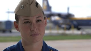 getlinkyoutube.com-Blue Angels' first female pilot takes flight