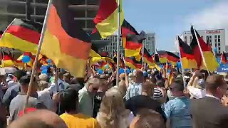 Thousands descend onto Berlin streets in rival political rallies