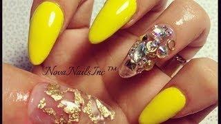 TUTORIAL: Uñas Amarillas Con Oja De Oro ♥