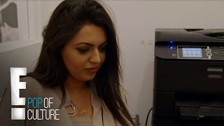 getlinkyoutube.com-DASH Dolls | Durrani Caught Taking Bathroom Selfies | E!