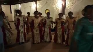 Kwaya kuu ya Mt.joseph zanzibar  baada ya kumaliza ibada ya sakramenti ya ndoa, maboyalikuwahivi hot