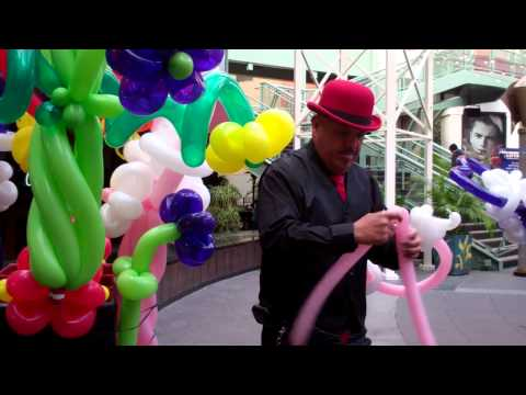 "Los Angeles Balloon Artist Frank Alday ""Mr. Shapalloons"" Making A Michelle's Heart"