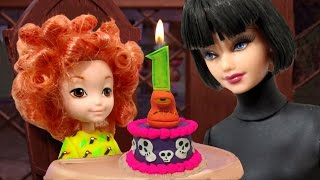 "getlinkyoutube.com-Play Doh ""Hotel Transylvania 2"" Mavis & Dennis  Inspired Costumes"