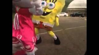 getlinkyoutube.com-Spongebob getting a twerk from hello kitty