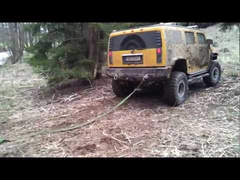 Hummer H2 vs. Mercedes Unimog (unstuck)