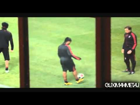 Ronaldinho freestyle. Tricks, Skills and Juggling
