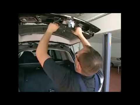 Как снять оббивку крышки багажника на Mercedes-Benz W204 GLK-Class
