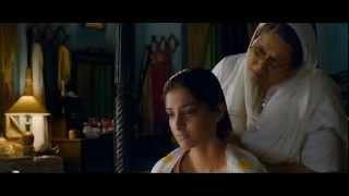 getlinkyoutube.com-Sonam Kapoor hair oil Champi