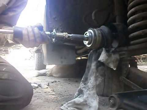 Снятие-установка гранаты обратным молотком.