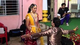 getlinkyoutube.com-Tamil Wedding Flash mob dance surprise to Bride