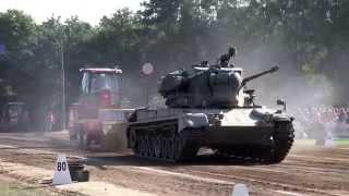 getlinkyoutube.com-Gepard tank, Panzer @ Tractor Pulling Fursten Forest Fürstenau 2015