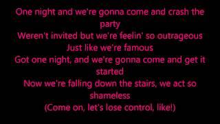 Charli XCX - Famous (Lyrics Video)