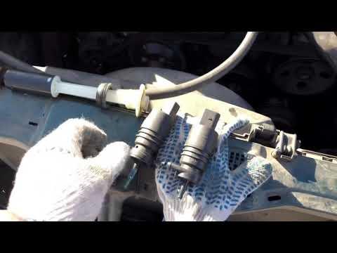 Где у Тойота WiLL моторчик омывателя лобового стекла