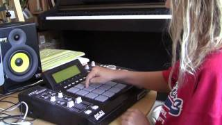 getlinkyoutube.com-Diana (10 years old) shows her MPC skills