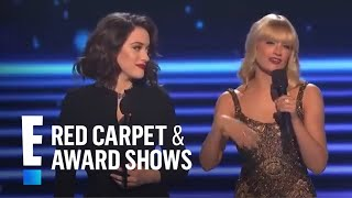 getlinkyoutube.com-Kat Dennings & Beth Behrs take the stage at People's Choice Awards 2014