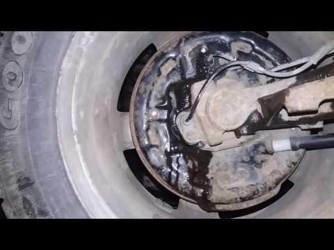 Пежо 206 как снять балку и заменить троса ручника .