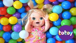 getlinkyoutube.com-Baby Alive Minha Boneca Na Piscina de Bolinhas da Frozen!!! [Parte 12] Em Portugues Tototoykids