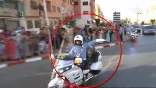 getlinkyoutube.com-شاهد كيف يوجه الخفر الملكي سير موكب الملك محمد السادس فقط بالإشارة