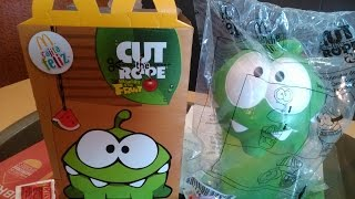 getlinkyoutube.com-Cajita Feliz McDonald´s Cut The Rope Hungry For Fruit (Febrero/Marzo 2015)