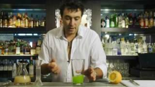 getlinkyoutube.com-カクテルレシピ|ミドリリキュール使用 ミドリサワーの作り方