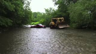 getlinkyoutube.com-Cat D7 dozer rescues Dodge stuck in rising river