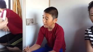 getlinkyoutube.com-Атырауский мальчик в поезде Атырау -Алматы  хорошо поет!!!!!!